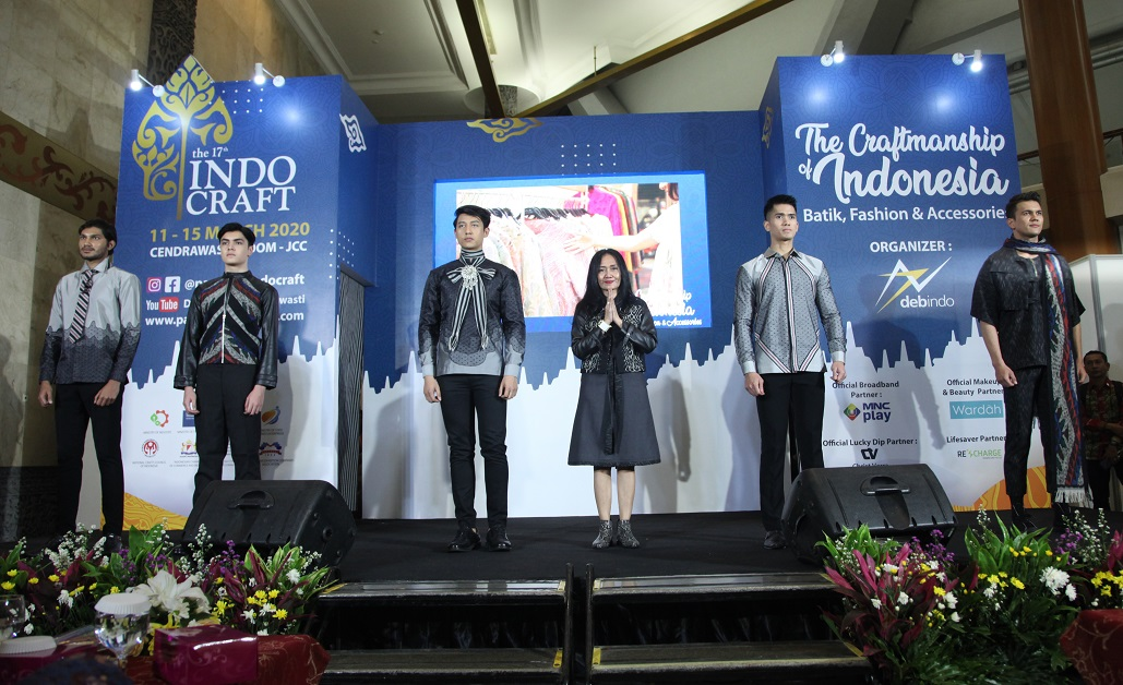 Indah Darry – Perkenalkan Batik Wastra Nusantara Country Style Coboy Di Indocraft 2020