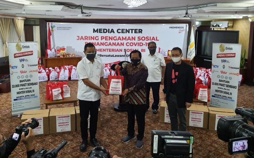 Emtek Peduli Corona Serahkan 10.000 Paket Sembako Ke Menteri Sosial Republik Indonesia