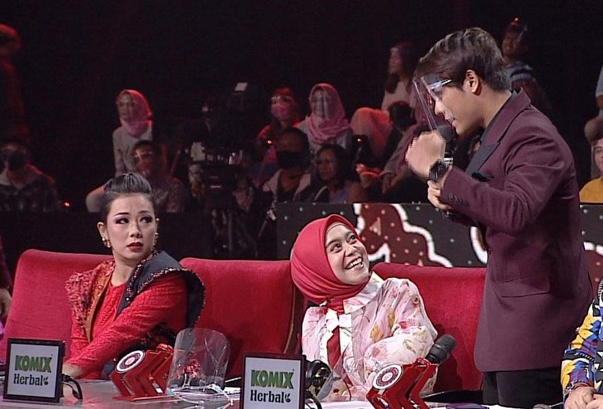 Lesti Semangati Rizky Billar Jadi Host Di Top 9 LIDA 2020