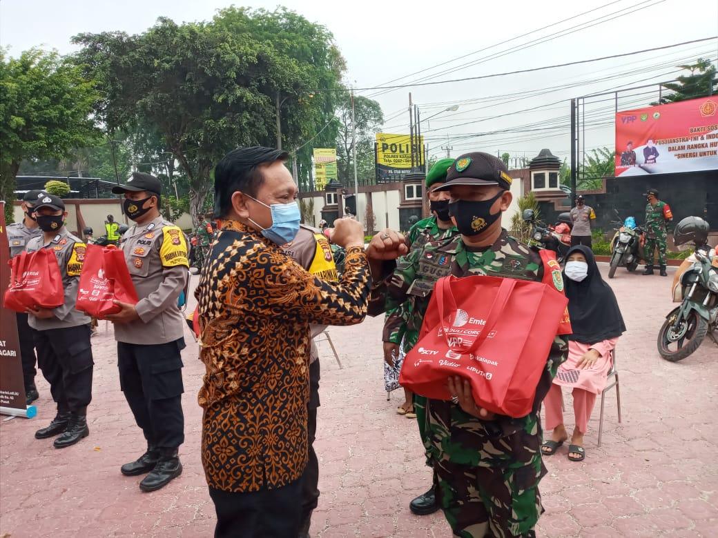 Lewat Bakti Sosial 'Pusjianstra TNI Peduli', EMTEK PEDULI CORONA Serahkan Bantuan Paket Sembako dan Masker