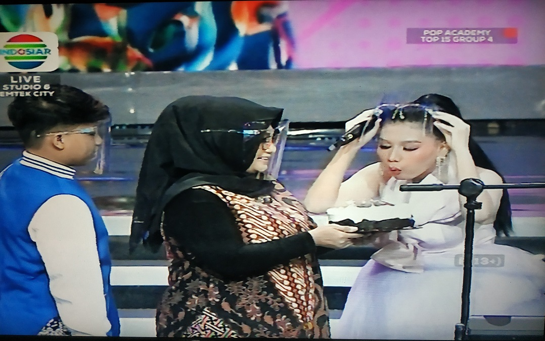 Surprise Ultah, Dukungan Tasya (Semarang) Dari Sang Mama dan Ganjar Pranowo Di Panggung Pop Academy
