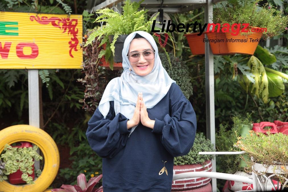 Nini Carlina – Geluti Profesi Barunya Sebagai 'Bunda Wakaf'